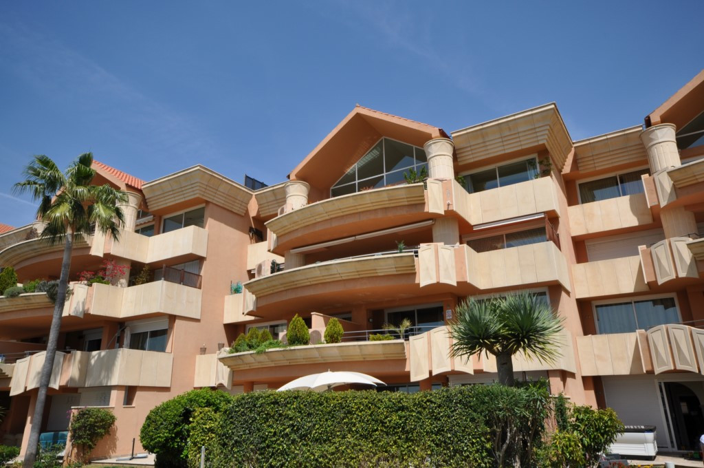 A stunning luxury apartment located in one of the best positions within the prestigious development , Spain