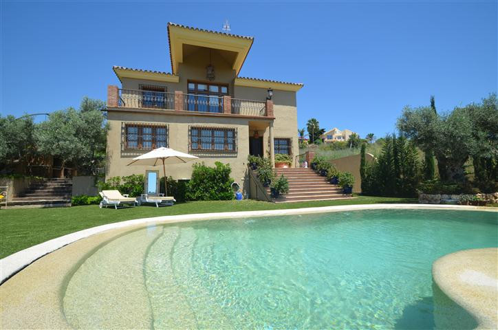 Magnificent DETACHED VILLA built on two levels  with very good materials, SOUTHWEST FACING with priv,Spain