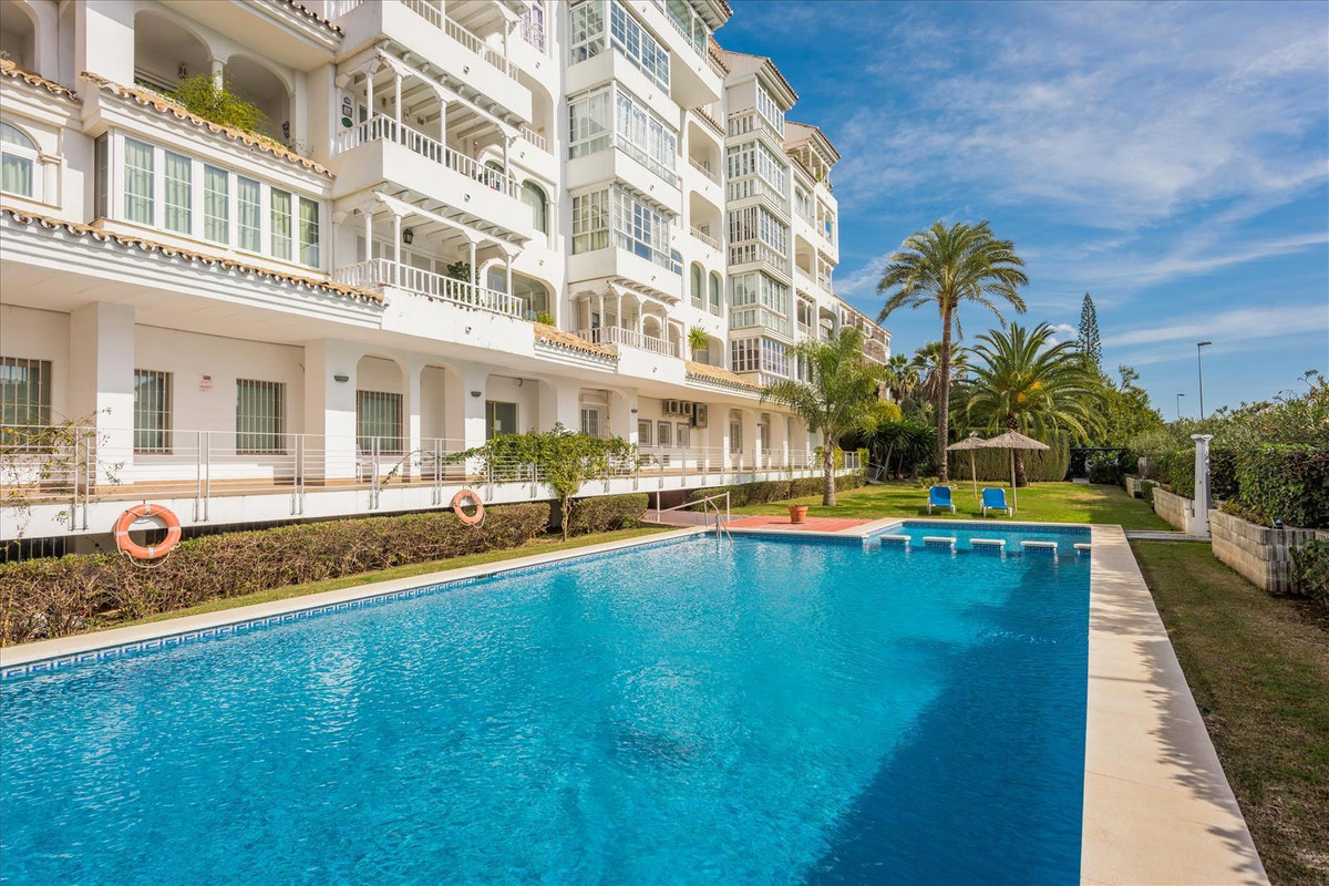 Nice penthouse duplex with 3 bedrooms and 2 bathrooms in the building tropical gardens next to the H, Spain