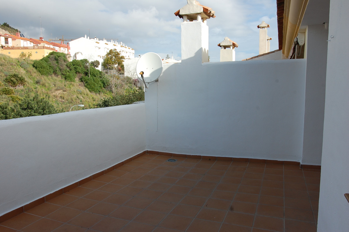 If you want to live or invest in a 2 bedroom apartment in a quiet residential area and just 4 minute,Spain