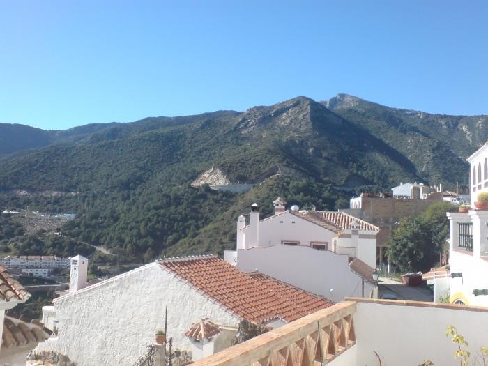 FANTASTIC Apartament in Ojen it has a large terrace facing south , living room, kitchen bathroom and,Spain