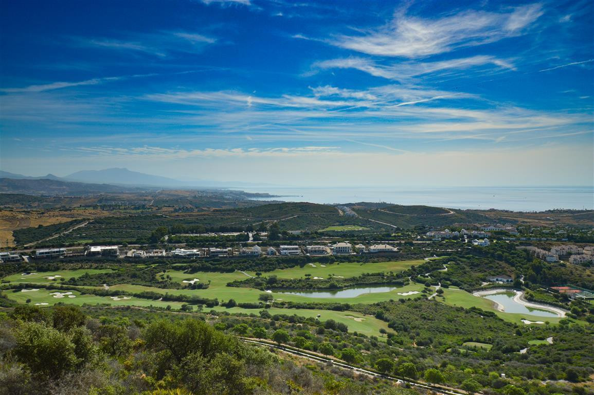 AMAZING VIEWS TO THE SEA AND THE GOLF COAST!!!!! Stunning duplex penthouse for sale in Casares, Cost, Spain