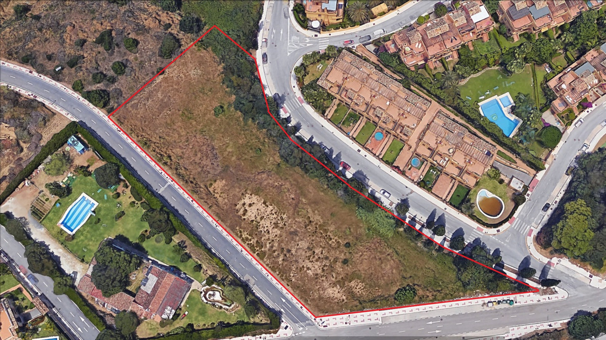 Magnificent plot of 4888 sqm, urban with very little slope, overlooking the sea and mountains where ,Spain