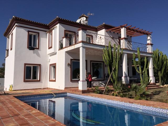Detached Villa, -- Select --, Costa del Sol. 4 Bedrooms, 4 Bathrooms, Built 400 m², Terrace 100 m², ,Spain
