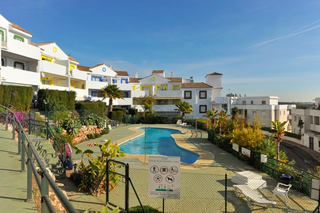 This beautiful presented apartment is situated on a popular gated complex with well-maintained commu,Spain