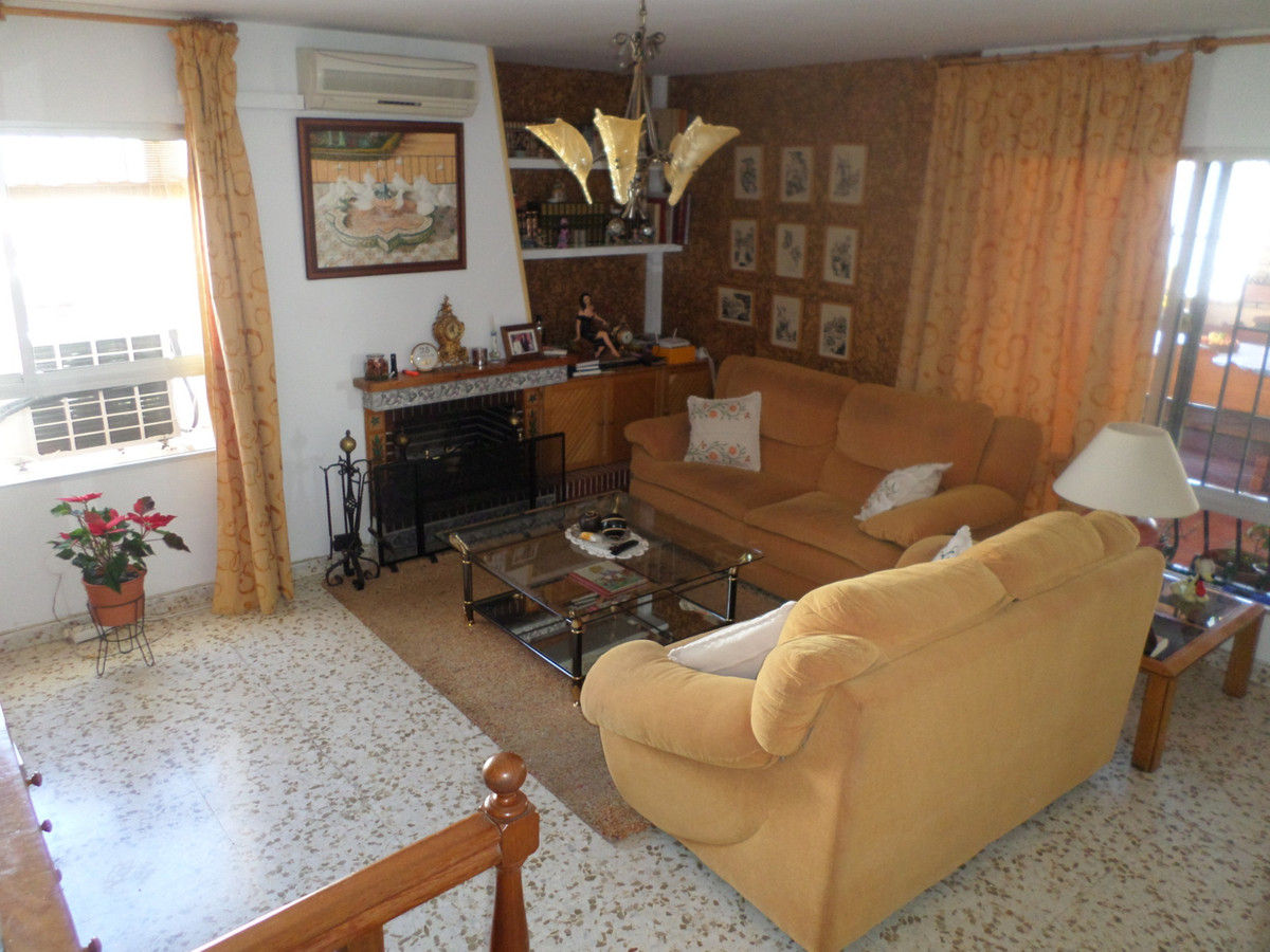 For sale detached house with 5 bedrooms and 2 bathrooms distributed over 2 floors. It has terrace, p,Spain