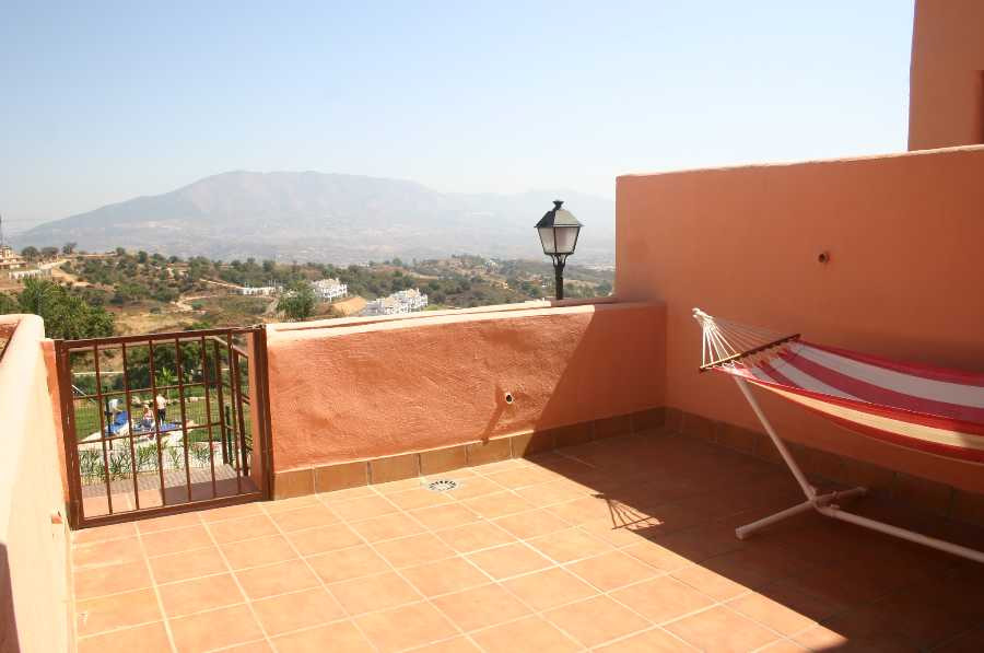Apartment,  Good Position,  Fitted Kitchen,  Parking: Garage,  Pool: Communal Pool,  Garden: Communi, Spain