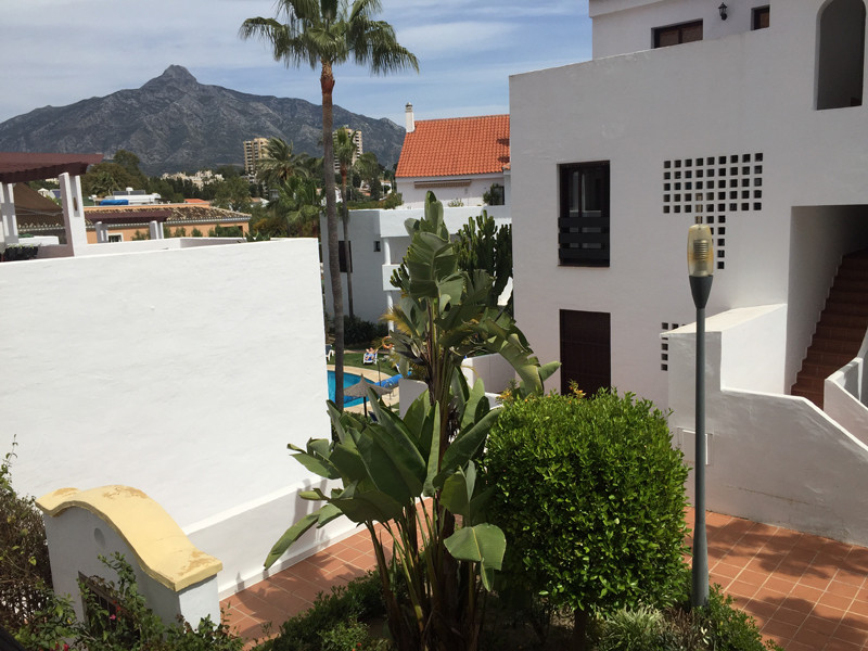 Light and bright ground floor  duplex apartment in Nueva Andalucia, Closed development with 24 hours, Spain