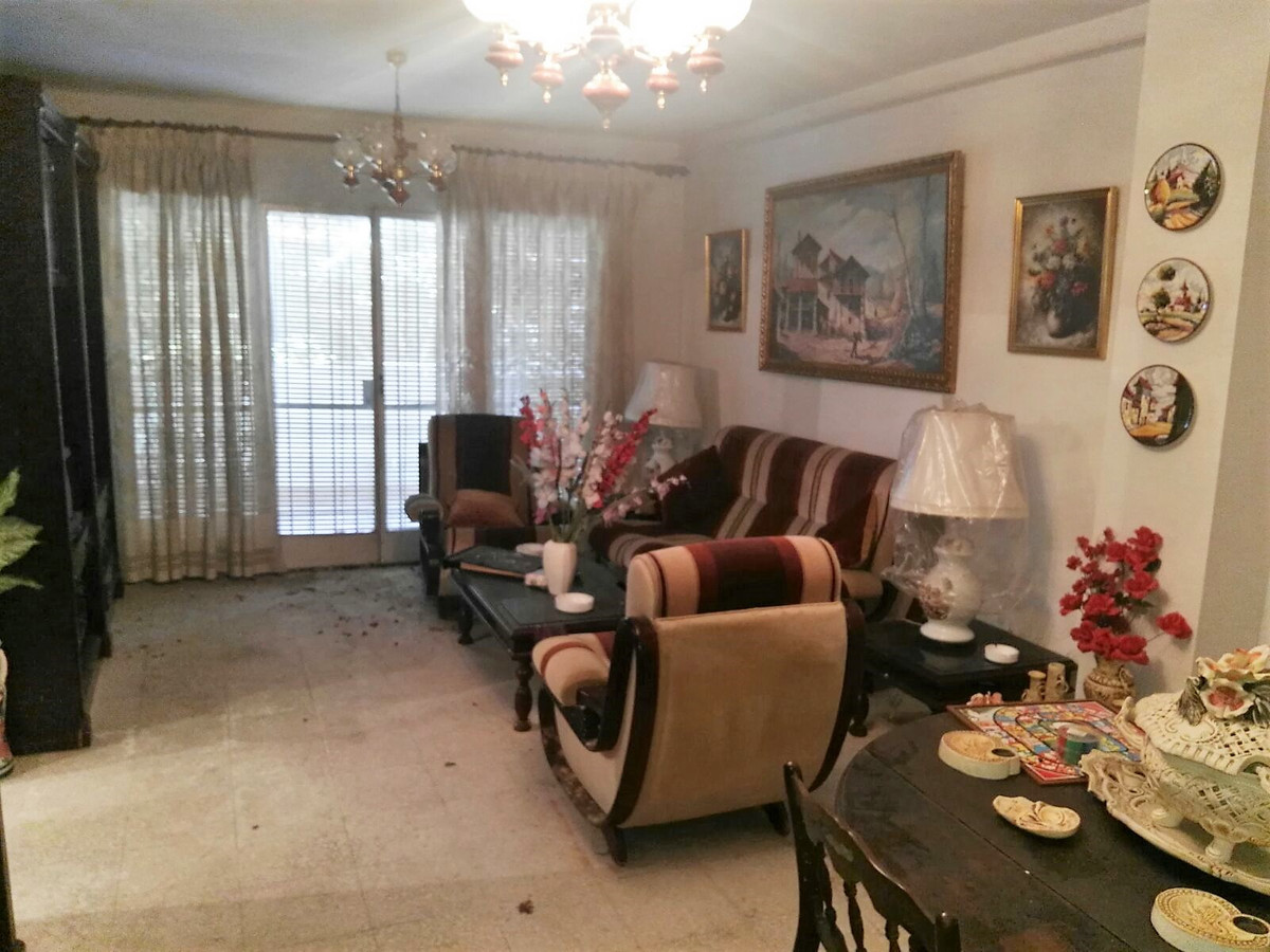 Apartment to a step of the Boulevard of San Pedro, closely together of all the necessary services fo,Spain