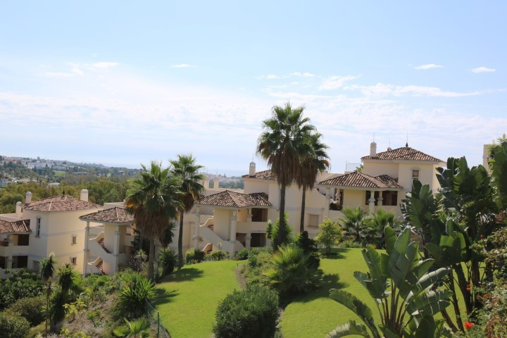 Beautiful 2 beds/2baths apartment with amazing vews over the golfvalley, the concha and the sea. The,Spain