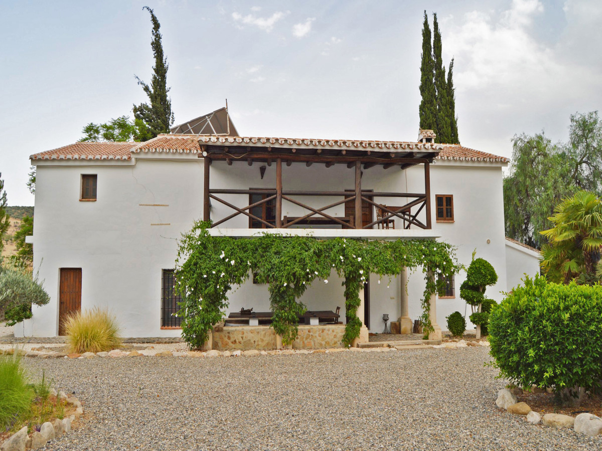Large estate with 3 fantastic houses.  On this large estate of more than 53.000m2 are 3 houses, swim,Spain