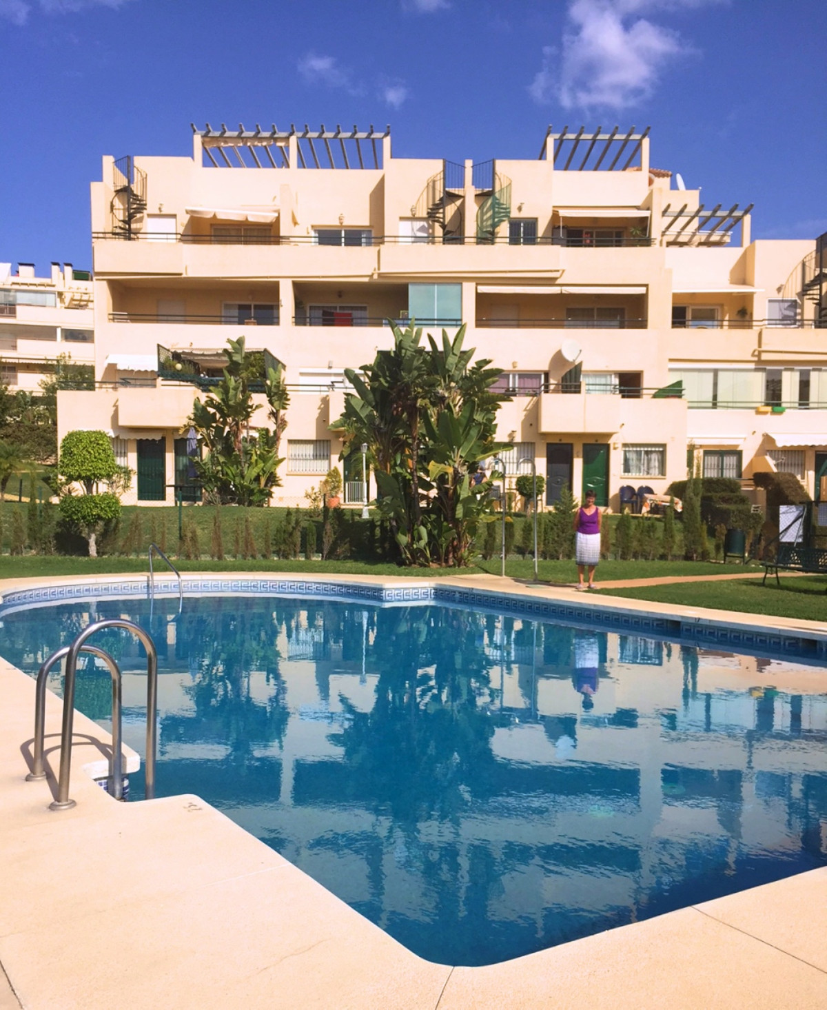This is a beautifully presented and surprisingly large 2 bedroom apartment, situated within an easy , Spain