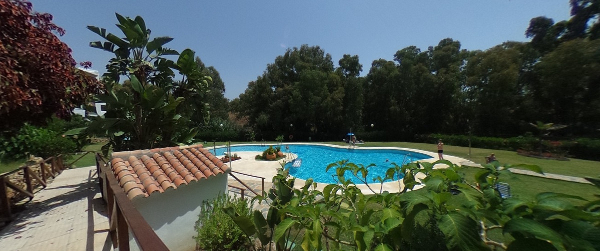 Cosy 2 bed apartment situated in the lower part of Calahonda at walking distance to all amenities an, Spain