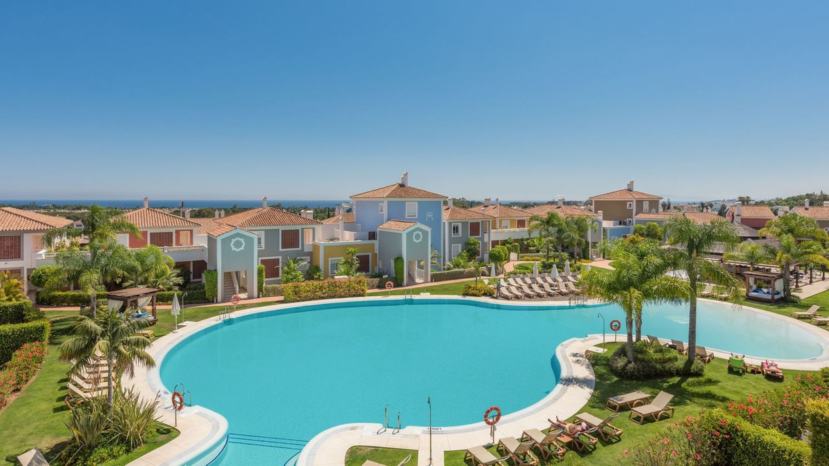 This is a very well presented duplex penthouse apartment in the ever popular Cortijo del Mar develop, Spain