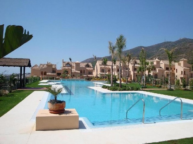 BANK REPOSSESSION, OFFERS WELCOME!! Apartment, Central, Equipped Kitchen, Parking: Garage, Communal ,Spain