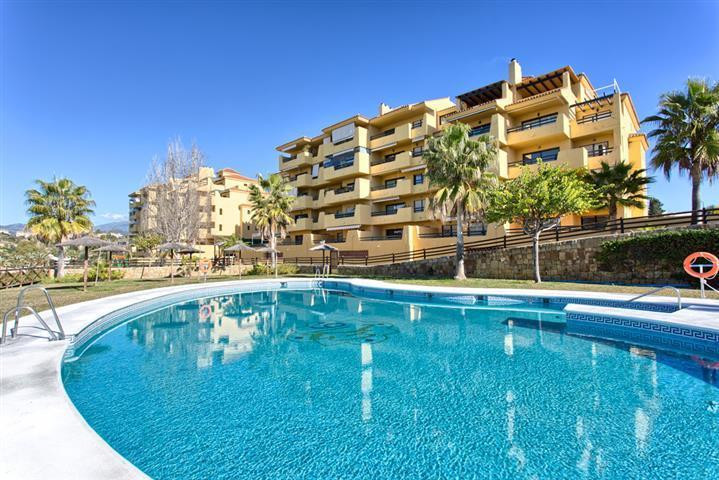 Fantastic Sunny apartment located in Lomo Real in Selwo, a few minutes drive to the coast road, and ,Spain