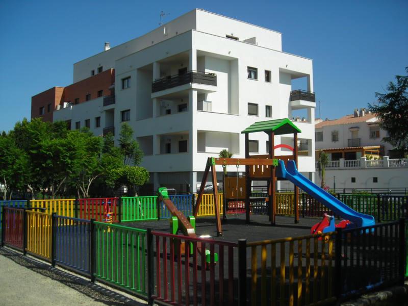 Light spacious three bedroom apartment in Rincorn de Victoria,  partial sea views. Easy walking dist,Spain