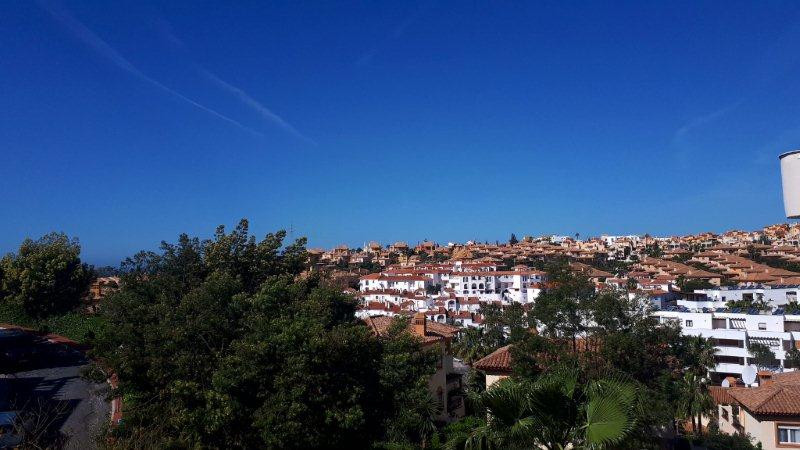 Lovely newly refurbished middle floor apartment with 2 bedrooms and 1 bathroom in Riviera del Sol   ,Spain