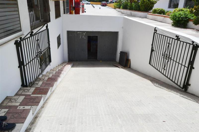 Semi basement warehouse located in the very centre of San Pedro Alcantaran some 500m2 located in the, Spain