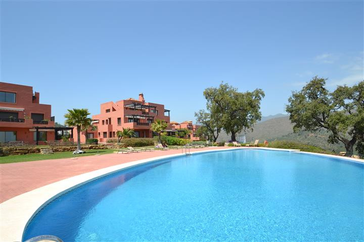 Beautiful corner apartment on ground floor in La Mairena with 3 bedrooms, 3 ensuite bathrooms and 1 , Spain