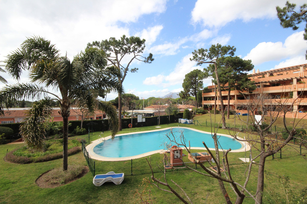 This nice and central middle floor apartment is a real opportunity due its unbeatable urban location,Spain