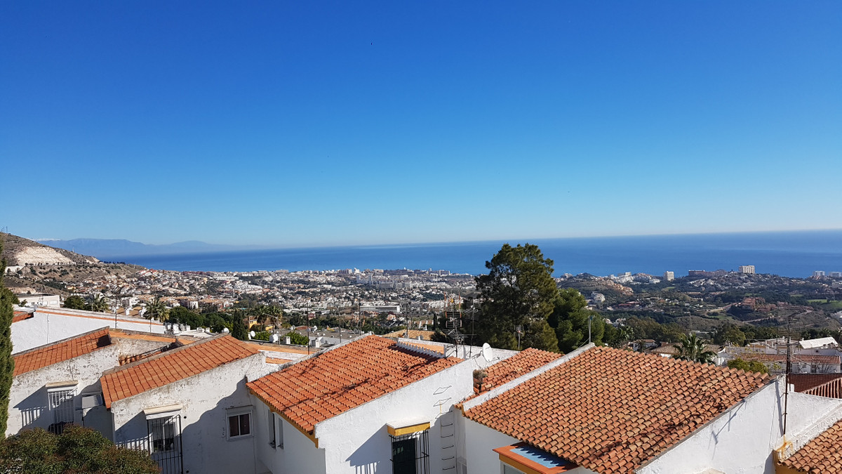 RESERVED. Bargain. A 4 bedroom top floor apartment within Benalmadena Pueblo. The apartment is on th,Spain