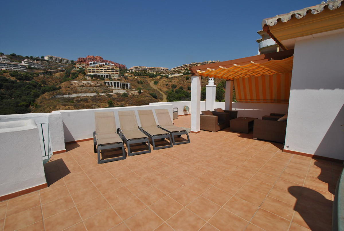 A stunning penthouse apartment with private rooftop solarium presented in true show-home condition. , Spain