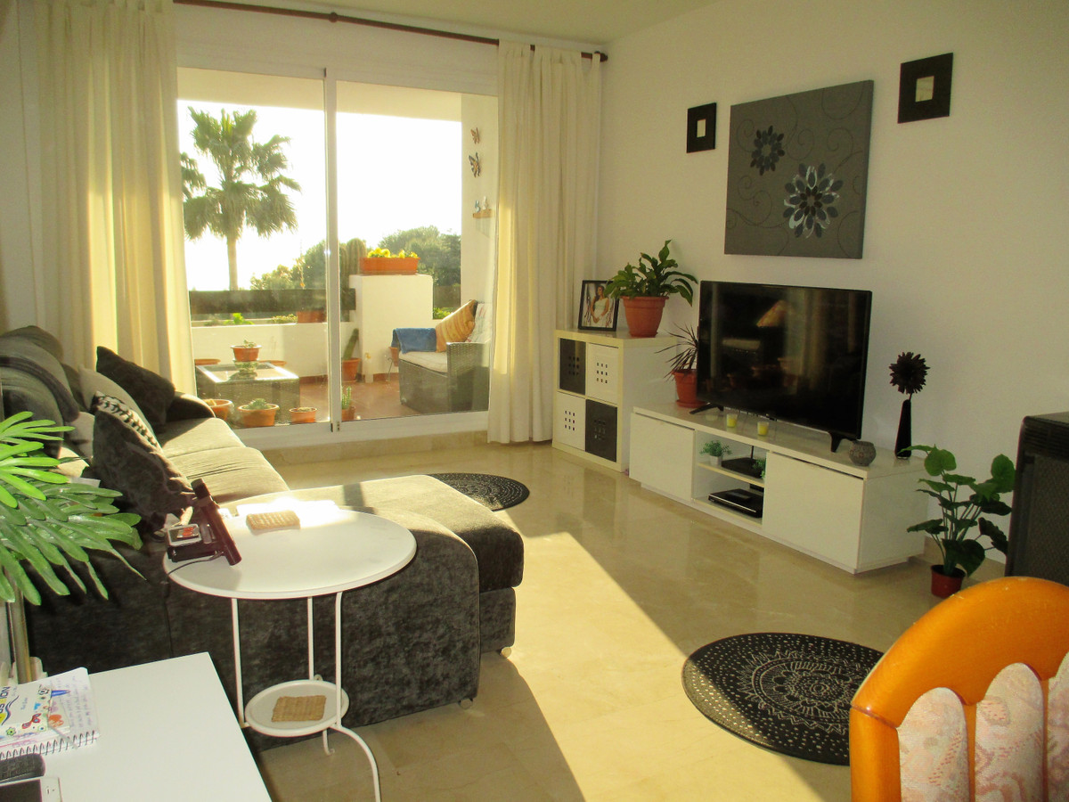 Lovely, south east facing apartment in Calahonda with beautiful sea views. This property has 2 bedro,Spain