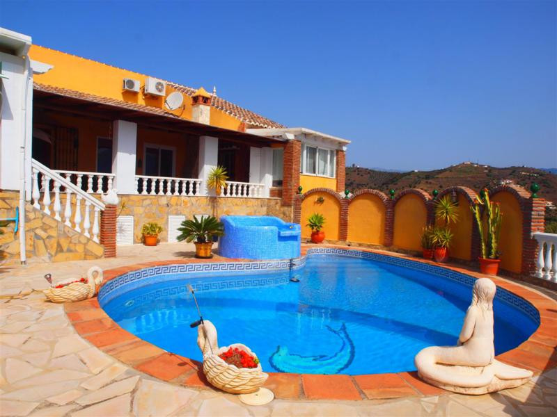 Wonderful villa in Torrox with spectacular views to the sea. This Villa consists of a main house wit,Spain