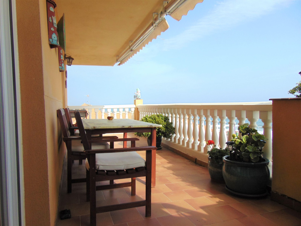Wonderful south facing 3 bedroom apartment offering excellent sea and beach views!   Great developme,Spain