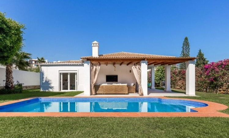 Detached Villa, Nueva Andalucia, Costa del Sol. 5 Bedrooms, 4 Bathrooms, Built 300 m², Terrace 50 m², Spain