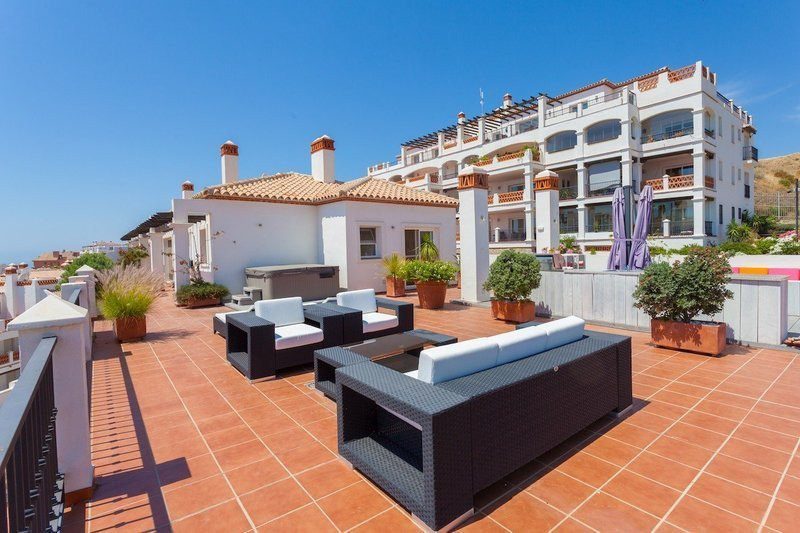 RECENTLY REDUCED TO 349,000 EUROS  Bright and Modern 2 Bedroom 2 Bathroom Penthouse located in Calah,Spain