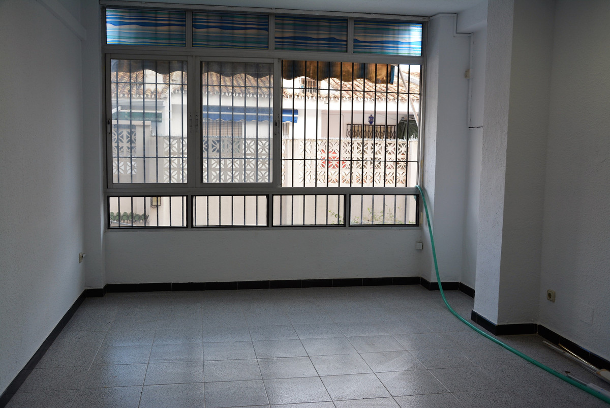 3 bedroom apartment downtown Fuengirola first floor, totally to reform, NO ELEVATOR, possibility the, Spain