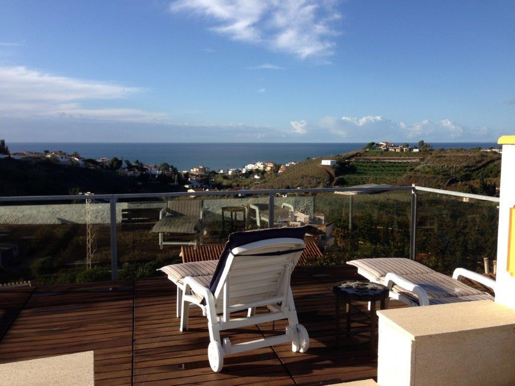 Beautiful estate with wonderful views to the sea in Benajrafe, is located on a plot of 1500m2, a pri, Spain