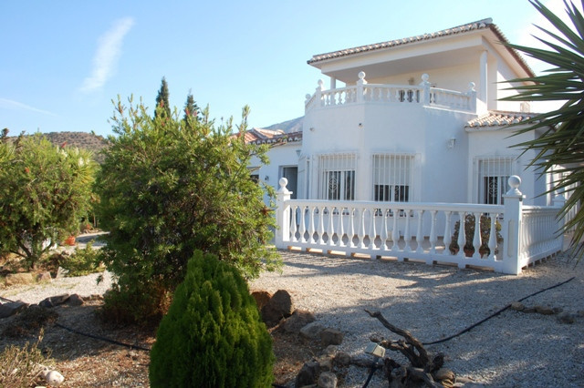 This beautiful detached villa is set in a quiet urbanization in Puente don Manuel. It sits on a larg,Spain