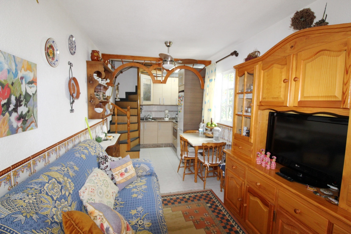 Detached house in gated community located in first-line of beach, just 5 minutes from San luis de Sa,Spain