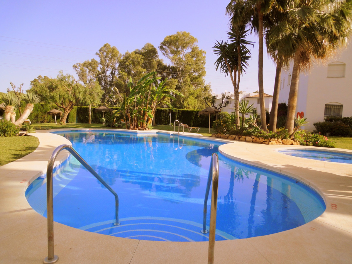 This spacious apartment 90m� has 2 bedrooms and 2 bathrooms, one with shower and one with tub / show,Spain