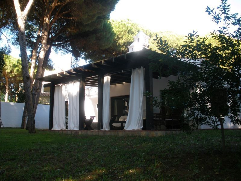 The house has nice Andalusian style, a very private plot, garden has pine trees, located in a very q, Spain