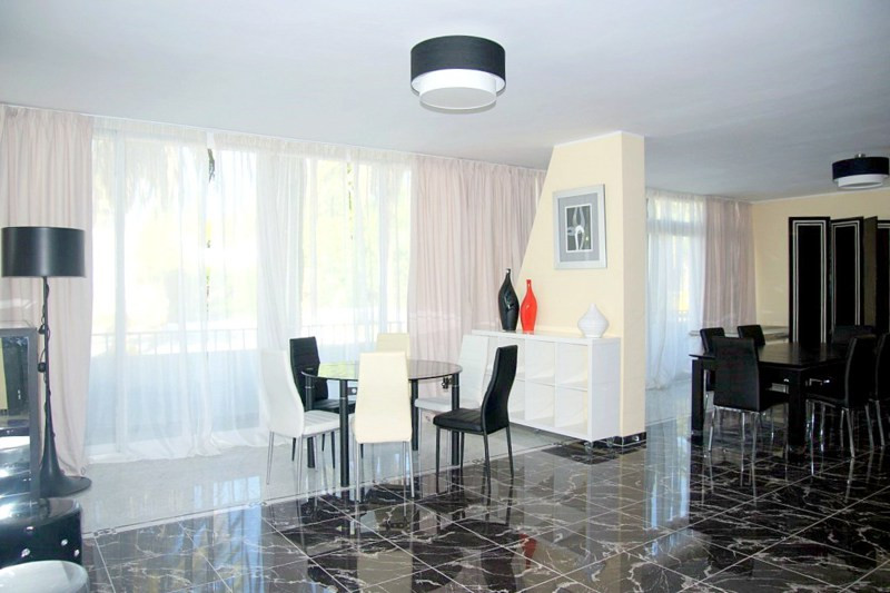 FRONTLINE BEACH: One of the best buys on the Golden Mile today! ground floor apartment in an emblema,Spain