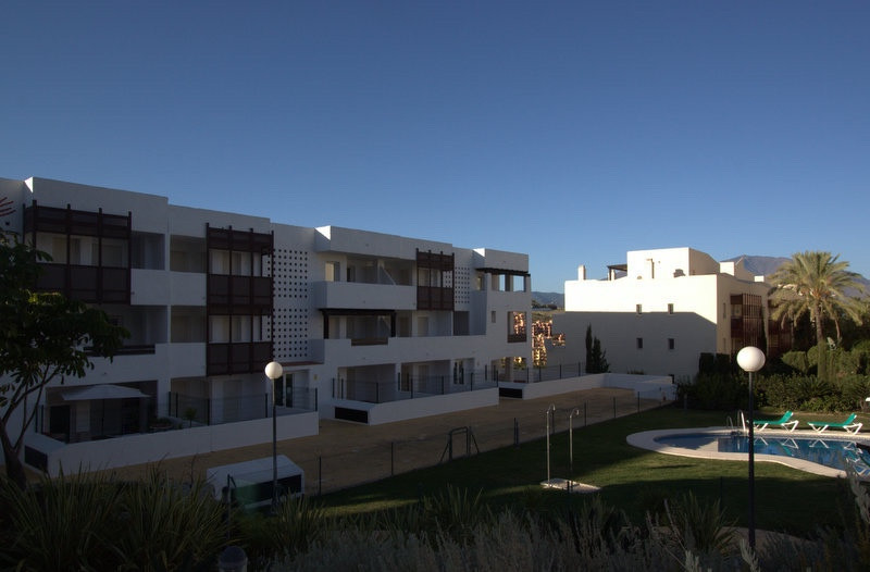 This very modern and spacious 1st floor apartment boasts superb views of Duquesa golf course and the, Spain