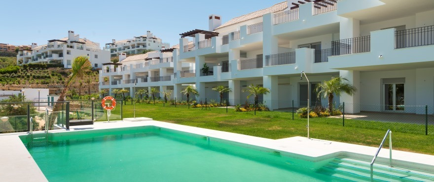 Spacious mediterranean style apartment located in the quiet town of Elviria, 7 min. of the Coast and,Spain