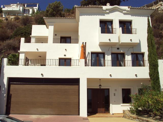 A stunning 4 bedroom villa situated near the quaint pueblo of Benahavis. This property has panoramic, Spain
