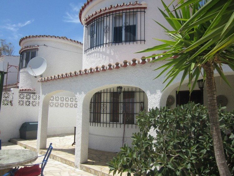 Beautiful, totally renovated 2 bedrooms and 2 bathroom semi-detached villa.  South facing with a lov, Spain