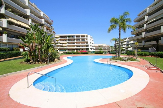 An opportunity to purchase an immaculate 2 bed 2 bath apartment overlooking Guadalmina Golf and only, Spain