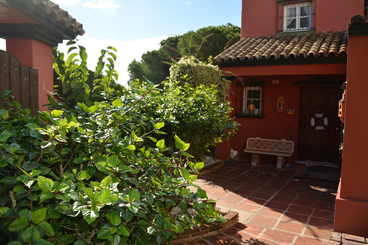 Registration number CTC-2016123305  This is an attractive 5 bedroom semi detached villa set in the i,Spain