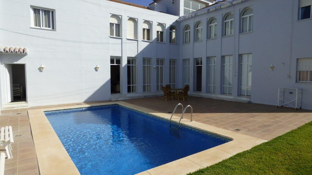 Beautiful villa in the heart of Nueva Andalucia, . It has 7 bedrooms and 5 bathrooms, bright lounge ,Spain