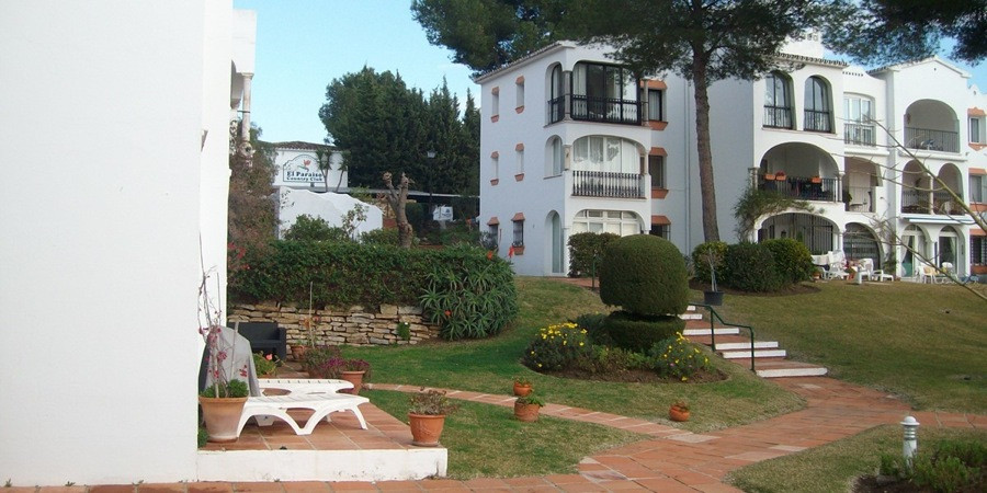 A character mature 2 bedroom south facing ground floor apartment overlooking well kept community gar,Spain