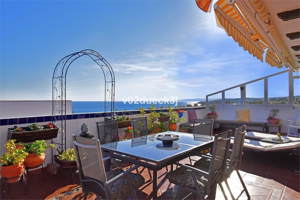 Exclusive with Fastighetsbyrån! Duplex penthouse with a wonderful view in Estepona town. Gated compl, Spain