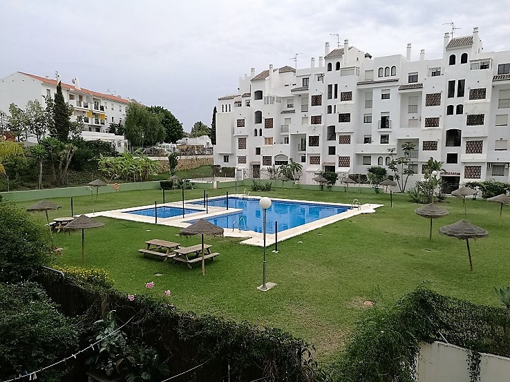 This popular area of Selwo is where we find this little gem of an apartment with 3 bedrooms and 2 ba,Spain