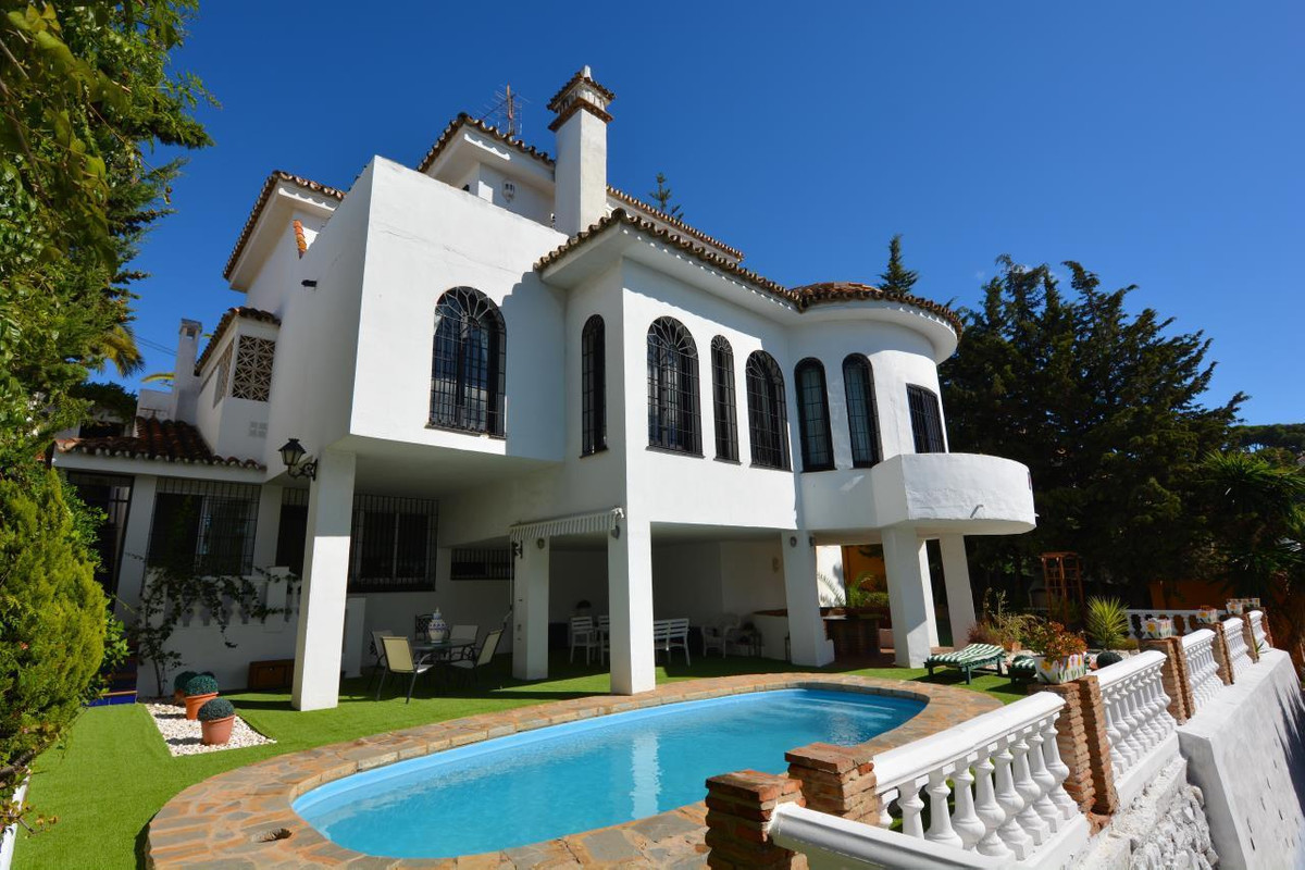 Beautiful stately villaclose to the heart of Malaga that could be valid for a family or for an inve,Spain
